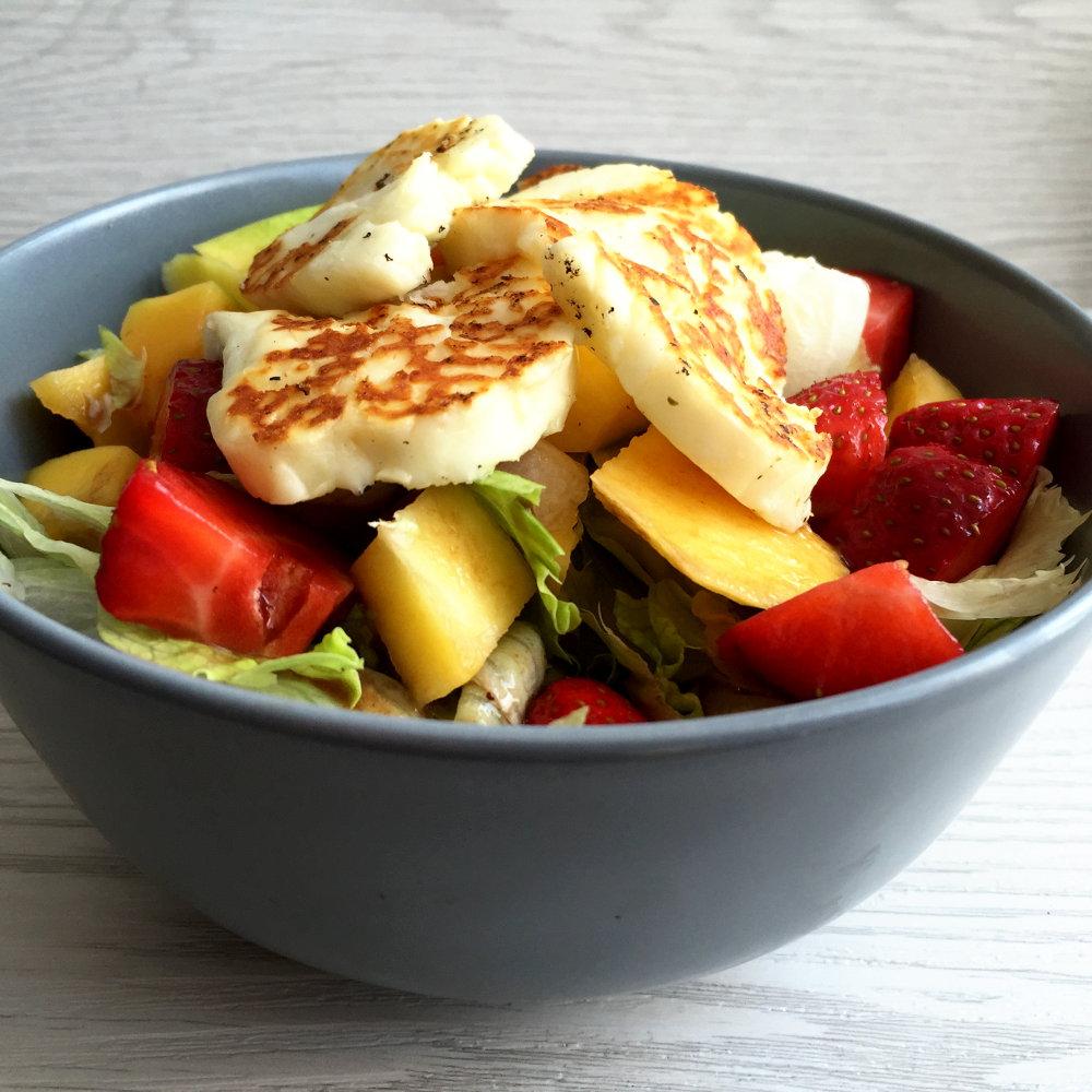 halloumi salat mit erdbeeren und mango applethree. Black Bedroom Furniture Sets. Home Design Ideas